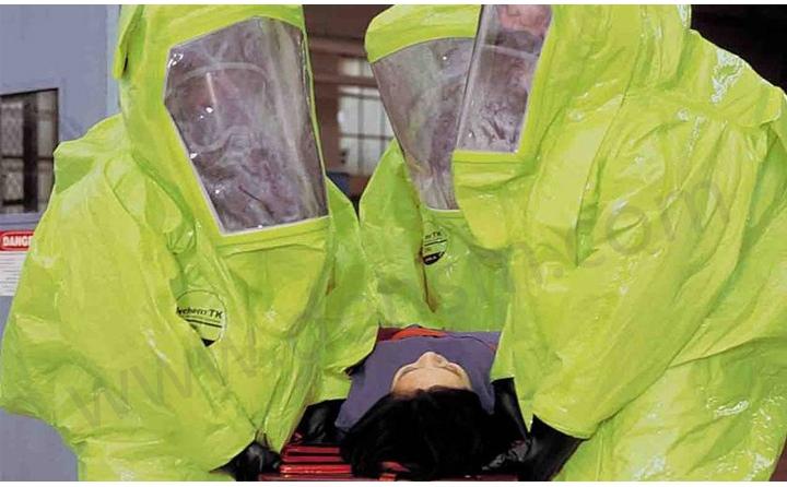 发生液氨泄露后消防员穿戴杜邦TK554A级防护服救援